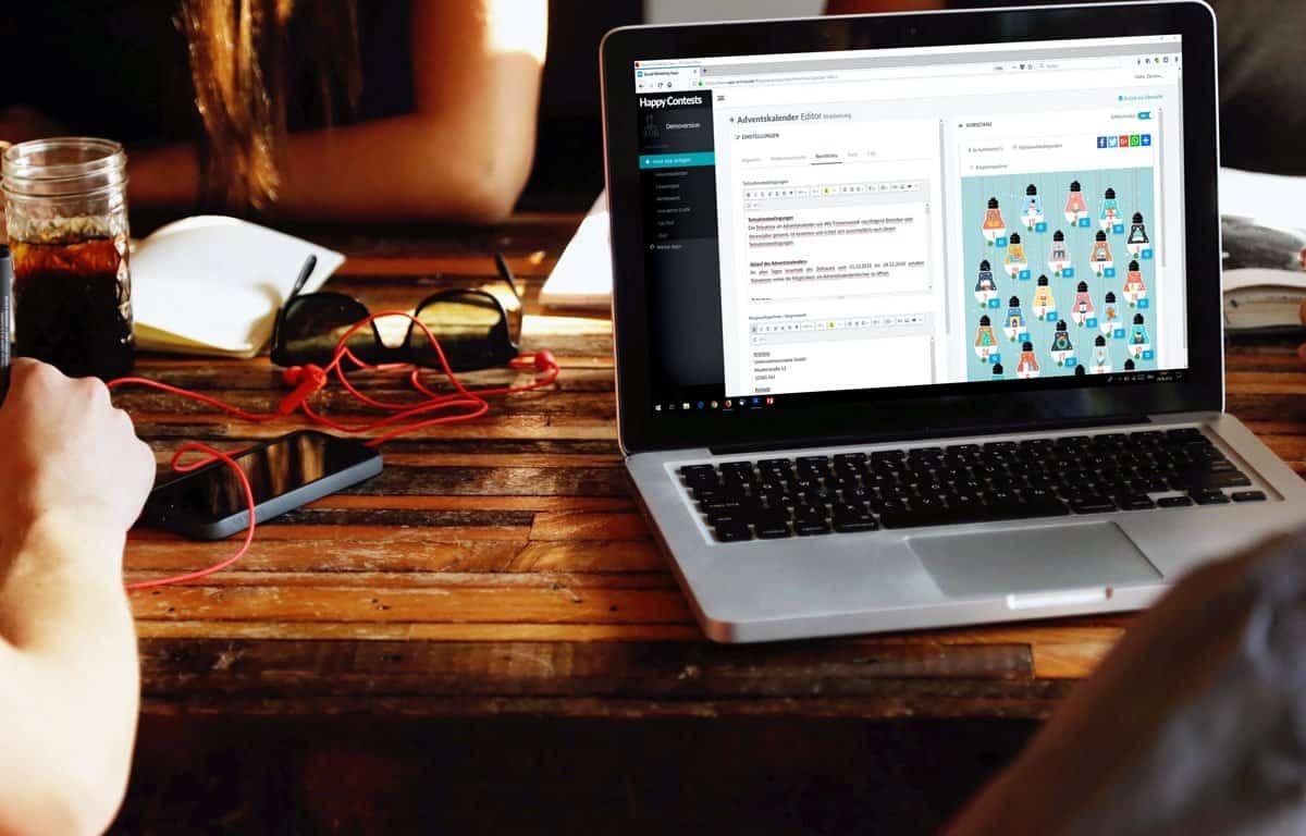 Adventskalender_Editor_Administrationsbereich_Laptop_im_Cafe